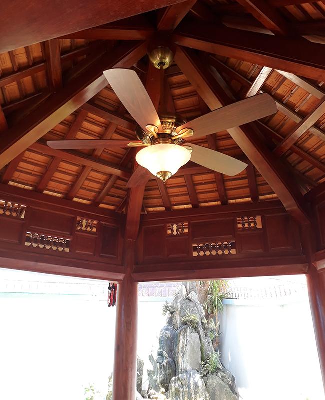 quạt trần cánh gỗ có đèn 5 cánh